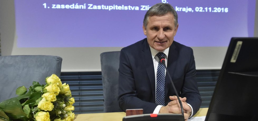 Krajský lídr vítězné KDU-ČSL a nový hejtman Jiří Čunek na ustavujícím zasedání nově zvoleného zastupitelstva Zlínského kraje 2. listopadu ve Zlíně