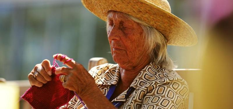 seniorka v Alzheimer centrum Průhonice