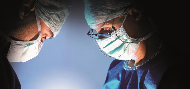 *lékaři, chirurgové, operace