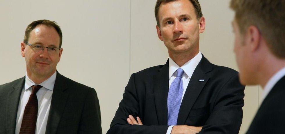 Britský ministr zdravotnictví Jeremy Hunt (uprostřed) (Autor: Ted Eytan, Flickr.com; CC BY 2.0)