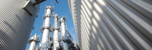 Německá chemička Evonik koupí část amerického rivala, za 3,8 miliardy dolarů