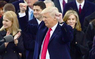 Čerstvě inaugurovaný prezident Trump zdravé své příznivce.