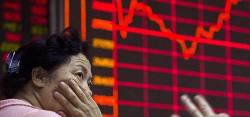 Vláda vklady jistí, věřili investoři na čínské burze. Teď o peníze přijdou