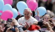 Papež poprvé podnikl cestu po Evropě, navštívil Albánii