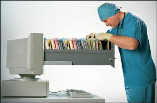 lékař, počítač, dokumentace, e-health