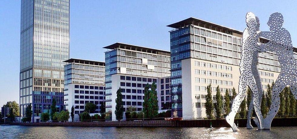 Sídlo Allianz v Berlíně (Autor: Acva, CC BY-SA 2.0, Wikimedia)