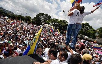 Protesty za odstoupení prezidenta Nicolase Madura ve Venezuele