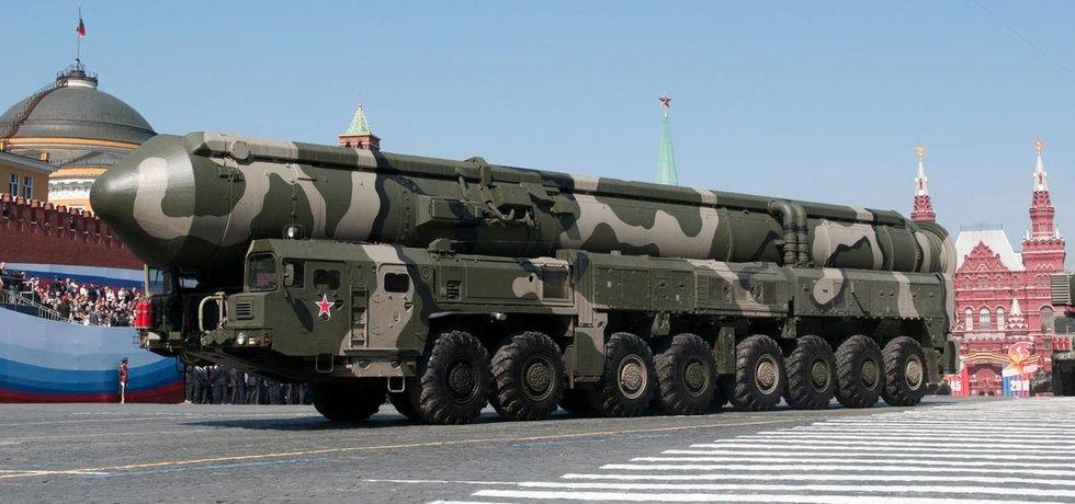 Balistická střela Topol M na přehlídce v Moskvě