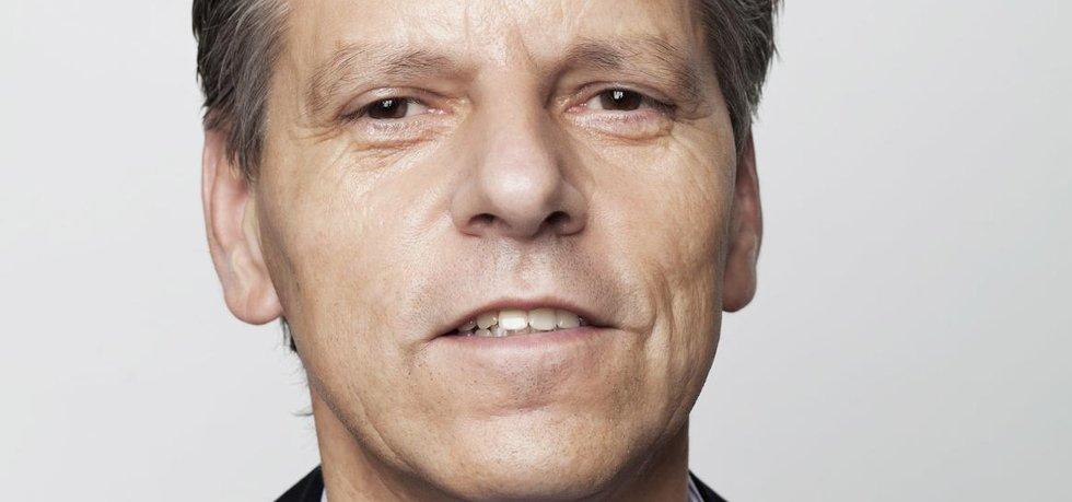 Jan Horník (STAN) svůj senátorský mandát v letošních volbách obhájil. Soupeřem mu byl slavný žokej a veterán velké pardubické Josef Váňa.