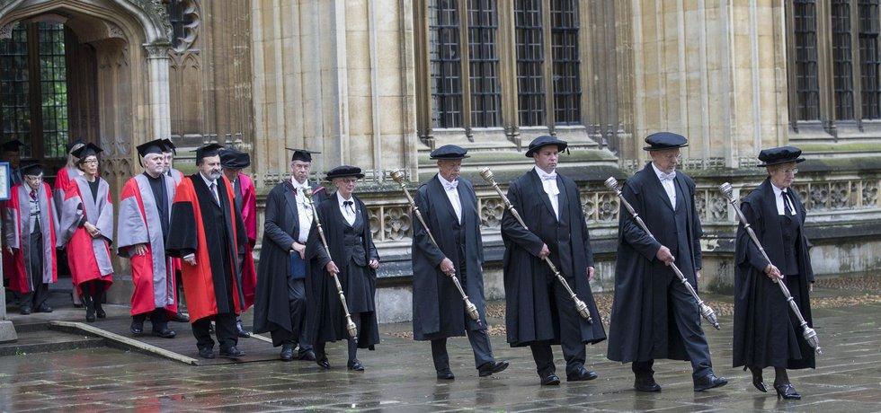 Halík dostává doktorát z Oxfordu
