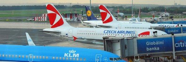 Pražské letiště doplácí na ukrajinský konflikt. V létě ztratilo desetitisíce cestujících