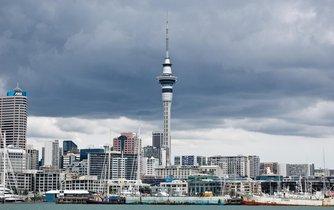 Sky Tower v Aucklandu (Nový Zéland)