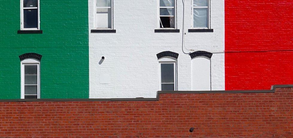 Budova v mexických barvách.