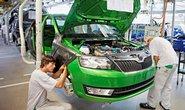 Škoda Auto zahájila 23. srpna v Mladé Boleslavi výrobu nové kompaktní limuzíny Rapid. Vůz bude od října postupně uváděn na evropské trhy, příští rok v Číně a od roku 2014 v Rusku. Kapacita výrobní linky se postupně zvýší z 800 na 1200 vozů denně. Světová premiéra je naplánována na zářijový autosalon v Paříži. (zdroj: ČTK)