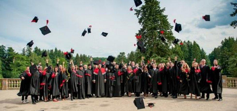 Slavnostní zakončení studia na LIGS University