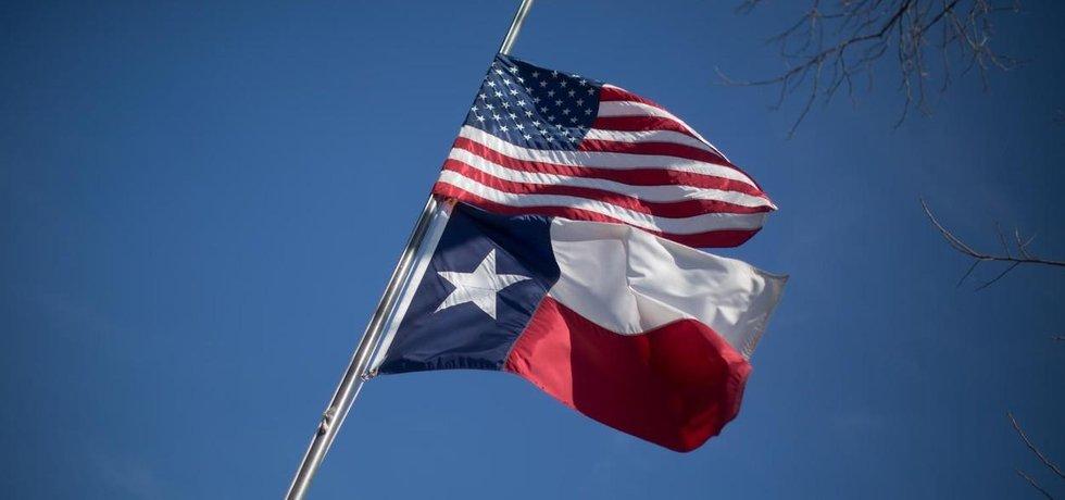 Vlajky Spojených států a Texasu
