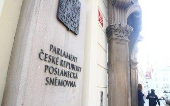 Sídlo Poslanecké sněmovny Parlamentu České republiky v malostranské sněmovní ulici