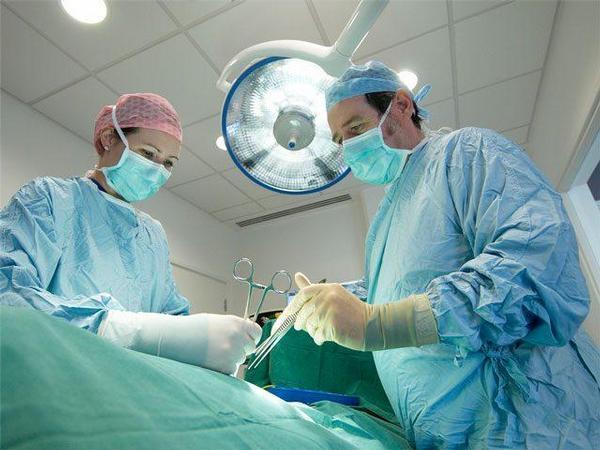 operace, chirurgie, chirurgové