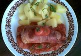 Plněná prsa v parmské šunce na rajčatech