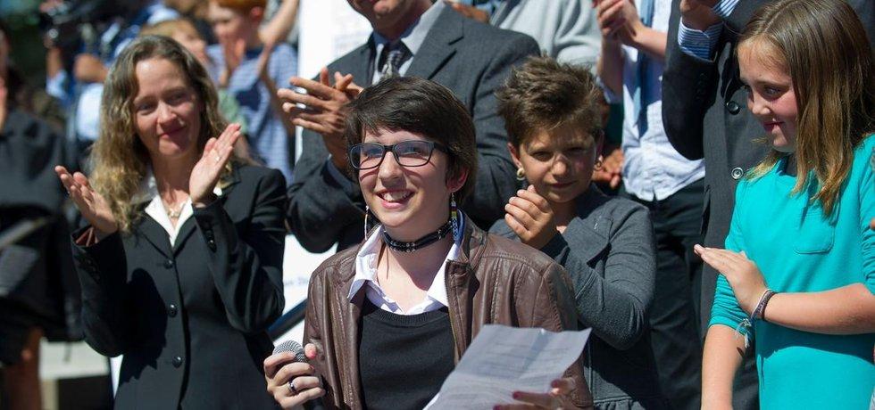 Skupina dětí a dospívajících uspěla se svou stížností na federální vládu u státního soudu v Oregonu. K nejvyšší právní instanci případ Juliana vs. USA pravděpodobně zamíří během příštího roku.