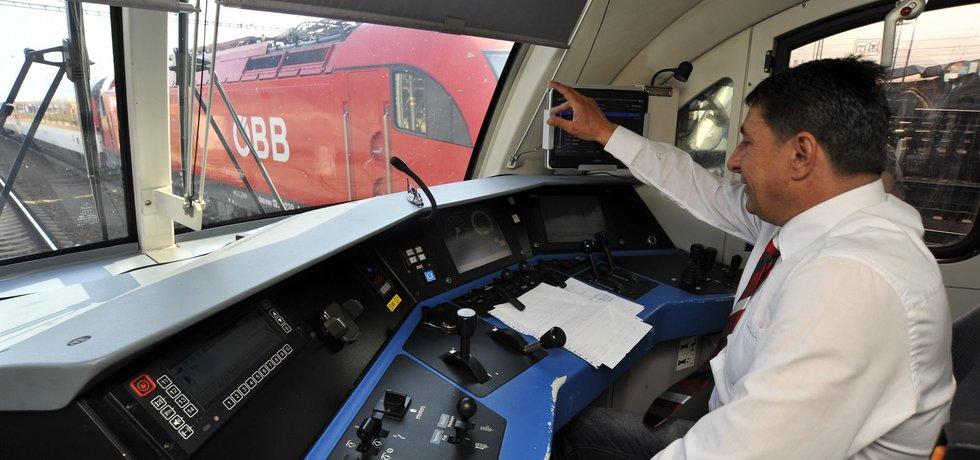 Kabina strojvůdce v novém vlaku