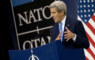 Americký ministr zahraničí John Kerry během konference o vztazích NATO a Evropské unie