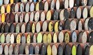 Prázdné sudy od whisky na dvoře největší skotské palírny White and MacKay