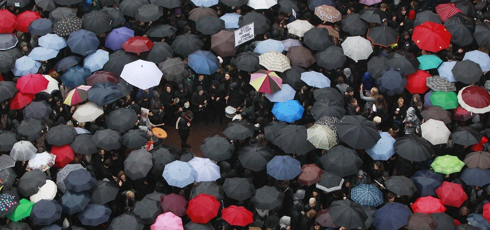 Protesty proti chystanému zpřísnění protipotratového zákona ve Varšavě