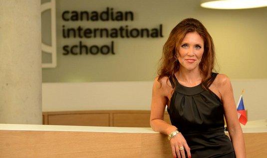 Soukromá dvojjazyčná škola Sunny Canadian International School v Jesenici u Prahy otevřela pro své studenty novou, moderní budovu bilingvního gymnázia.