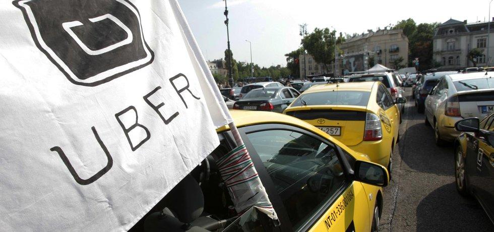 Demonstrace řidičů Uber v Maďarsku (Zdroj: ČTK)