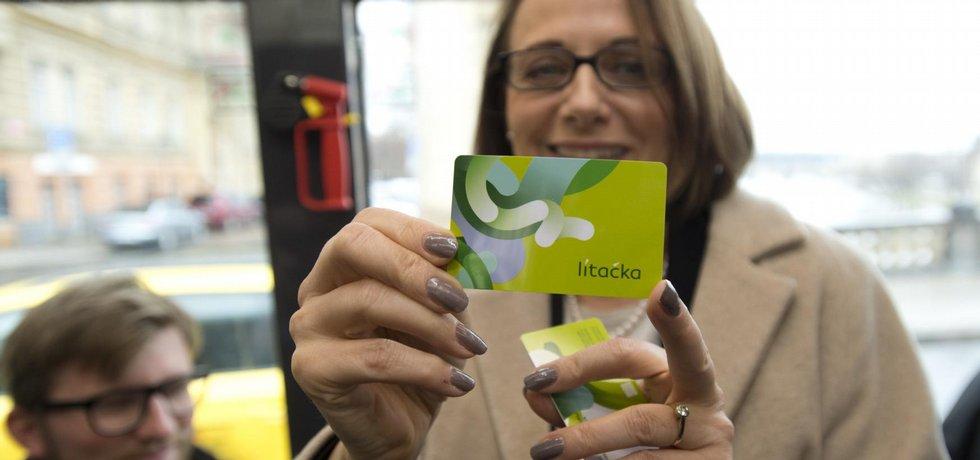 Pražská primátorka Adriana Krnáčová představila 23. února novou kartu pro MHD v Praze, která nahradí opencard a bude se jmenovat Lítačka. Pro tento název se v průzkumu, který si magistrát zadal, vyslovilo 52,56 procenta lidí. Pilotní projekt město spustí 1. března.