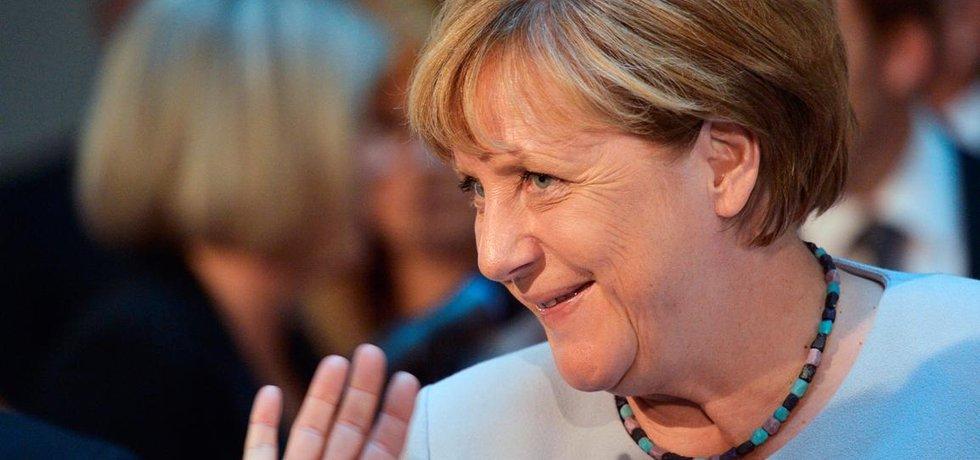 Německá kancléřka Angela Merkelová se loučí s představiteli českých a německých výzkumných institucí, se kterými se setkala 25. srpna na Fakultě architektury ČVUT v Praze. Merkelová je na jednodenní návštěvě České republiky.