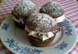 Čokoládové muffiny se šlehačkou