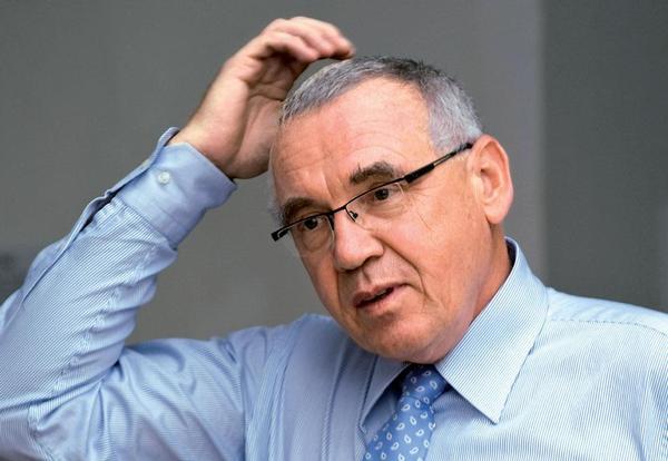 Poradce MZ Pavel Vepřek upozorňuje, že jednotlivé země střední Evropy se ve zdravotnictví potýkají s odlišnými problémy. Odboráře podle něj spojuje jen nespokojenost s příjmy.