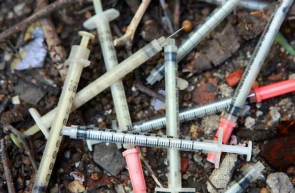 heroin, drogy, narkomanie, injekce, inzulínka,