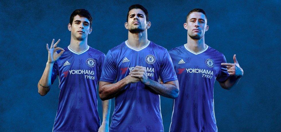 Fotbalisté Chelsea v dresech Adidasu