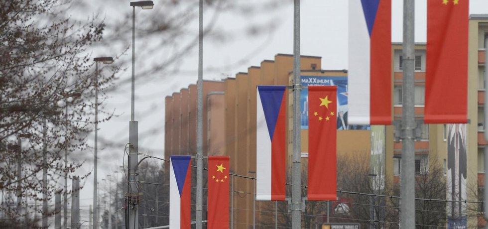 Čínské vlajky na Evropské třídě
