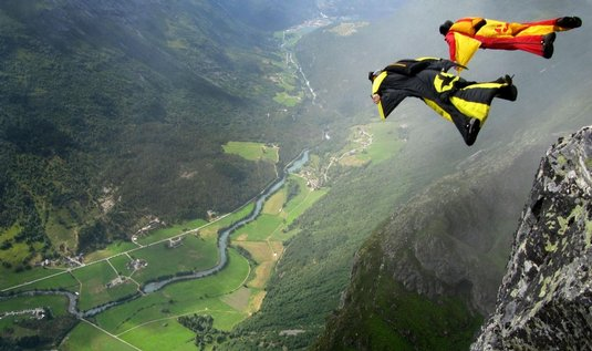  Base jumping