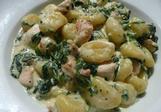 Gnochi s česnekem, špenátem a kuřecím masem