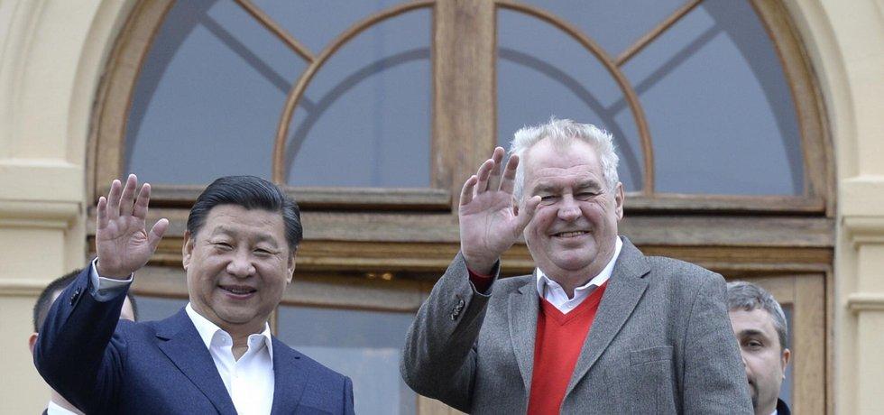 Čínský prezident Si Ťin-pching a jeho český protějšek Miloš Zeman