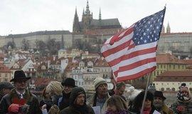 Příznivci amerického velvyslance v ČR Andrewea Schapira