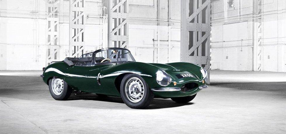 Jaguar XKSS vznikl jako silniční verze závodního D-Type, který třikrát za sebou vyhrál v Le Mans.