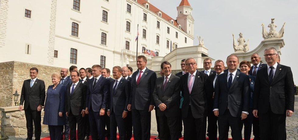 Lídři 27 zemí EU na summitu v Bratislavě