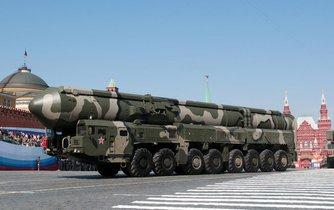 Mobilní nosič jaderných střel ruský Topol M