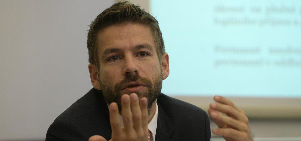 Ministr spravedlnosti Robert Pelikán (ANO) představuje novelu insolvenčného zákona.