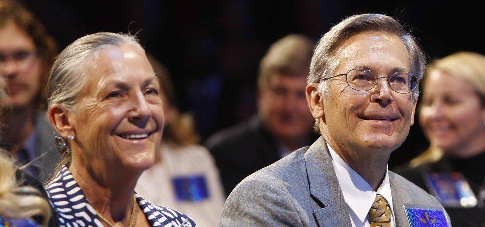 Alice a Jim Waltonovi (Autor: Walmart, Wikimedia Commons)