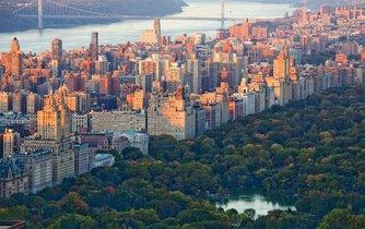 """Panoramatický výhled na centrální část New Yorku. New York přezdívaný """"Big Apple"""" (velké jablko) je jedním z hlavních finančních center planety."""