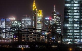 Pohled na kanceláře Evropské centrální banky ve Frankfurtu