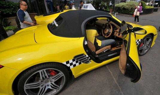 """Supersportovní """"taxíky"""" v Jakartě"""