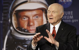 Bývalý americký astronaut John Glenn